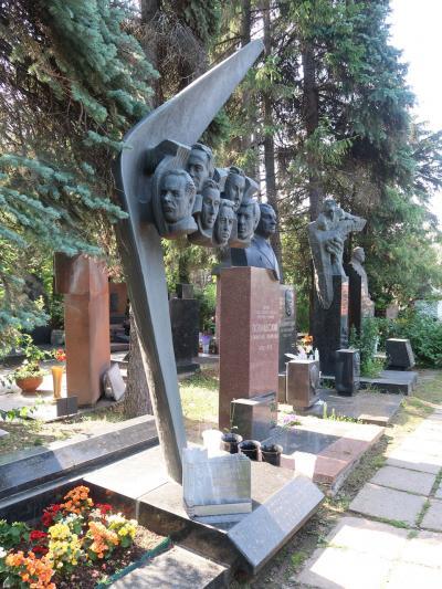 モスクワひとり旅 2019 その4 ロシア著名人の墓参り(ノヴォディビッチ墓地)