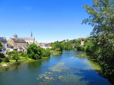 ポワティエ♪ポン・ヌフから見るクラン川とサント・ラドゴンド教会の風景は絶品2019年5月フランス ロワール地域他8泊10日(個人旅行)169
