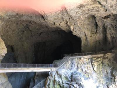シュコツイアン鍾乳洞とイドウリヤの水銀遺産