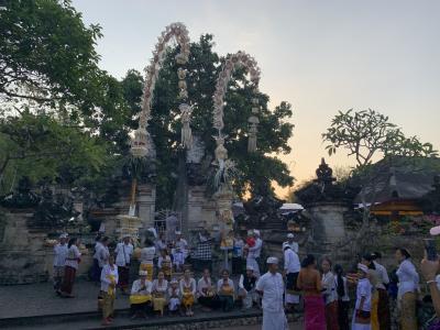 ウルワトゥ寺院でオダラン!