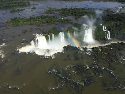 イグアスの滝、ブラジル側からヘリコプター遊覧と昼食