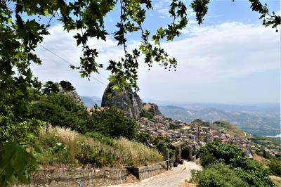 魅惑のシチリア×プーリア♪ Vol.176 ☆カルタベッロッタ:岩山に抱かれた美しき村♪