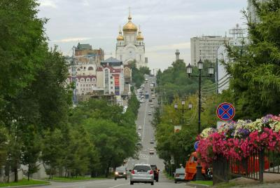 シベリア鉄道でロシア3泊4日【2】:朝日の鉄道と雨止まぬ坂の街「ハバロフスク編」