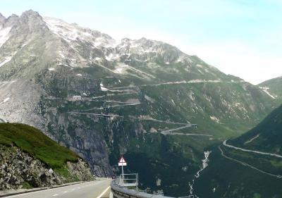 団塊夫婦の2019年アルプス絶景ドライブ&ハイキングー(12)グリムゼル峠を越えてアレッチ地方へ