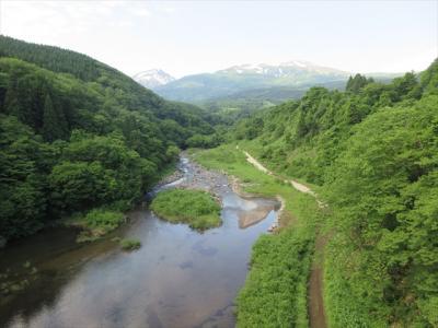 月光川ダムから初夏の鳥海山を望む