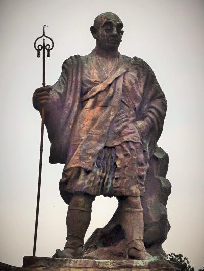 日光-6 日光山の開祖 勝道上人-銅像 ☆日光市市制記念事業で1955年造立・輪王寺近く