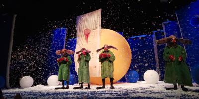 真夏の美しい紙吹雪三昧で楽しくもちょっぴり感傷的にもなった「スラバのスノーショー」と2度目の北千住のシアター1010(センジュ)