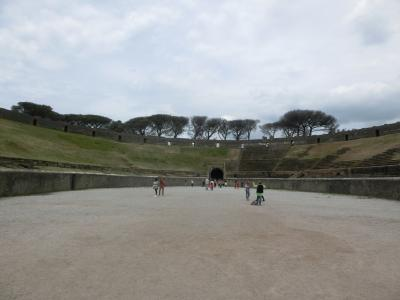 2019GW イタリア28:世界遺産ポンペイ遺跡3 オデオン劇場、メナンドロの家、円形闘技場