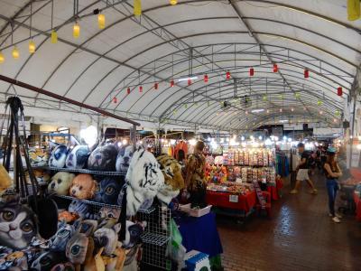 緬鉄道の旅を終えて古都チェンマイへ/レンタルバイクで寺院巡り④/晩御飯と買い物を兼ねてアヌサーン市場をぶらぶら