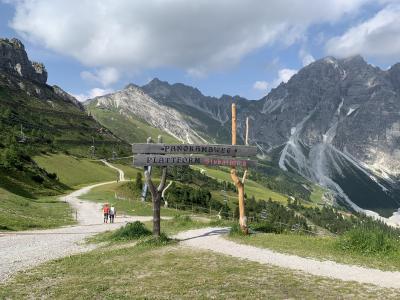 2019年 夏旅・・ 初チロルと今年も行ってきましたドロミテ山塊♪♪ ③インスブルックからシュリック2000へハイキング!!