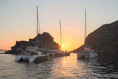 初めてのエーゲ海クルーズ(2) サントリーニ島・イアの街歩き と ヨットクルーズ