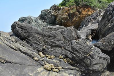 淡路島の懐かしい玩具と珍しい自然現象~吹き戻しの里、沼島の鞘型褶曲、鳴門うず潮~(兵庫)