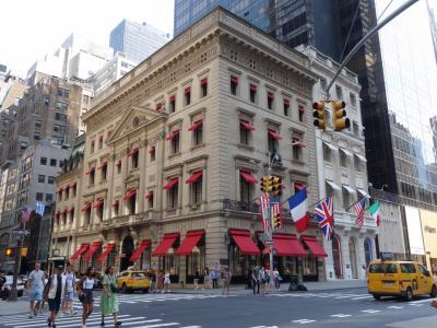 NYCを歩く。(2.6) 5番街のウインドウ・ショッピングは続きます。果てがありません。
