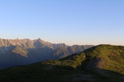蝶ヶ岳から常念岳へ三角周回、快適な稜線歩きと思ってましたが、想像以上のアップダウンでした