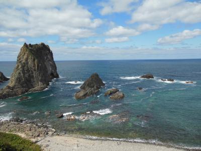 島武意海岸は曇っていても常に積丹ブルー