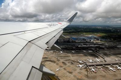 お盆休みの釜山3泊 成田~釜山のJALの翼の空の旅