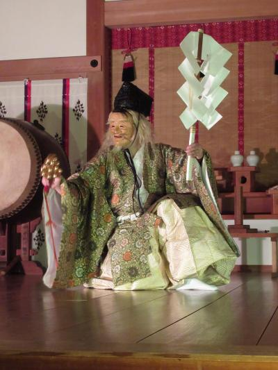 ⑨第四日曜日の夜、御嶽神社神楽殿で「夜神楽」を観る