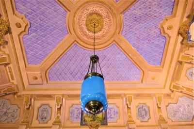 魅惑のシチリア×プーリア♪ Vol.312 ☆ドンナフガータ城:優雅な宮殿生活 赤や青のランプの部屋♪