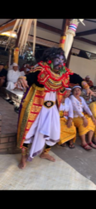 オダラン(お寺の儀礼祭)の奉納の舞