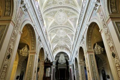 魅惑のシチリア×プーリア♪ Vol.324 ☆モンテロッソ・アルモ:大聖堂内は豪華なシャンデリア♪