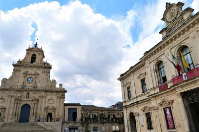魅惑のシチリア×プーリア♪ Vol.329 ☆パラッツォーロ・アクレイデ:美しい大聖堂やパラッツォ♪