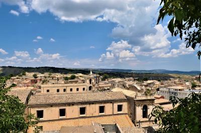 魅惑のシチリア×プーリア♪ Vol.331 ☆パラッツォーロ・アクレイデ:旧市街の階段からパノラマ♪