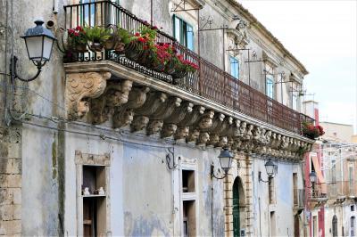 魅惑のシチリア×プーリア♪ Vol.333 ☆パラッツォーロ・アクレイデ:美しき旧市街は中世時代の面影♪