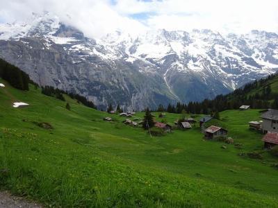 スイスの旅 ミューレンハイキング&ヴェンゲンへ