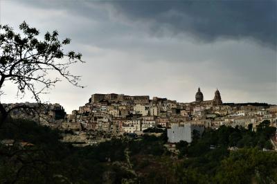 魅惑のシチリア×プーリア♪ Vol.339 ☆ラグーザ:雷雨の美しいラグーザ遠景♪