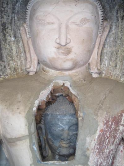 ミャンマー再訪の旅(9)             バガンにも胎内仏があった。