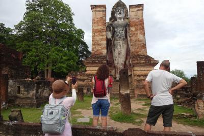 9万5千円で2週間、タイの遺跡やラオスを巡り、東南アジア初心者のシニア婦人たちをエスコートする旅(4/22)遺跡見学開始