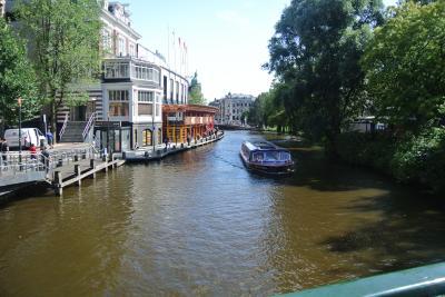 オランダ・アムステルダムへ、乗り継ぎ乗り継ぎの旅