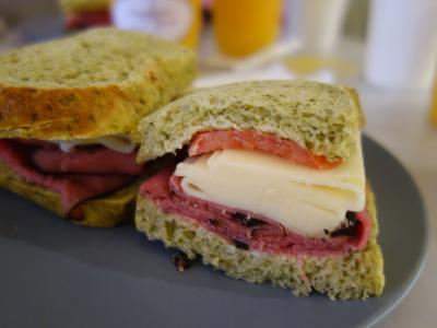 NYCを歩く。(4.5) 今日のランチはダンボ地区のフレンチ・カフェで。おいしいサンドイッチでした。