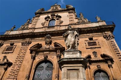 魅惑のシチリア×プーリア♪ Vol.381 ☆美しきモディカ旧市街 バロックの美しいサンピエトロ教会♪