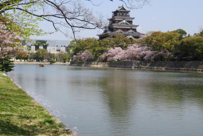2018春、中国西部の百名城巡り(9/28):4月3日(9):広島城(9:完):水堀、花筏、天守、広島から津和野へ