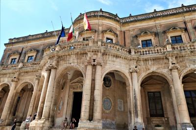 魅惑のシチリア×プーリア♪ Vol.415 ☆ノート:バロックの美しい宮殿を眺めて♪