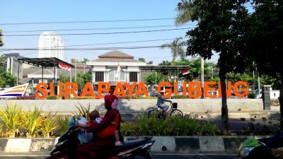 ブロモ火山を目指して 1. インドネシア第二の都市、スラバヤへ