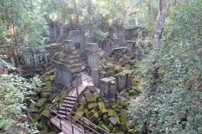 カンボジア・ベンメリア遺跡とコーケー遺跡 森におおわれた大遺跡 -カンボジア3-
