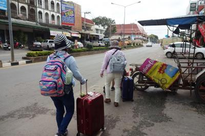 9万5千円で2週間、タイの遺跡やラオスを巡り、東南アジア初心者のシニア婦人たちをエスコートする旅(7/22)コンケーンへバス移動