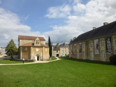 休暇でロマネスク旅 ポワティエ 2 欧州最古のキリスト教建造物のモディロン! in サン・ジャン洗礼堂