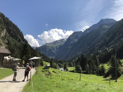 2019 チロルでハイキング三昧!ウィーンで博物館めぐり♪(6)最奥ツェム谷で石探しハイキングとクラウゼンアルムのヨーデル♪