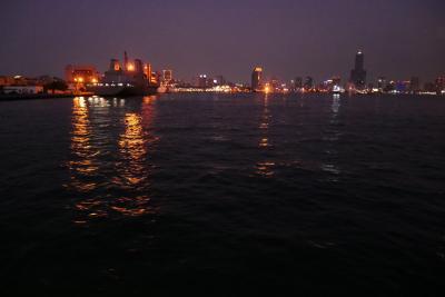 そうだ台湾行こう 南国高雄へ、ライトレールと渡船で海鮮の旗津、飲めるよ六合夜市編