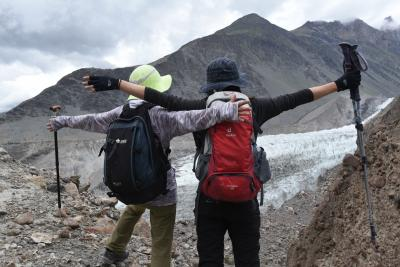 """二大氷河(パス―・バトゥーラ氷河)のサイドモレーンと標高3000mのユンズ谷をトレッキング""""スリル満点!""""(パキスタン北部旅行記NO3)"""