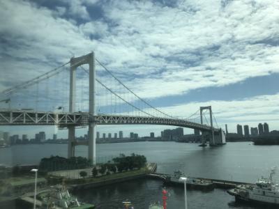 虎ノ門ヒルズと夜の東京タワー
