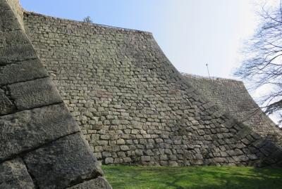 2018春、四国の百名城巡り(40/42):3月27日(13):丸亀城(1):松山から丸亀へ、加藤嘉明像、高石垣