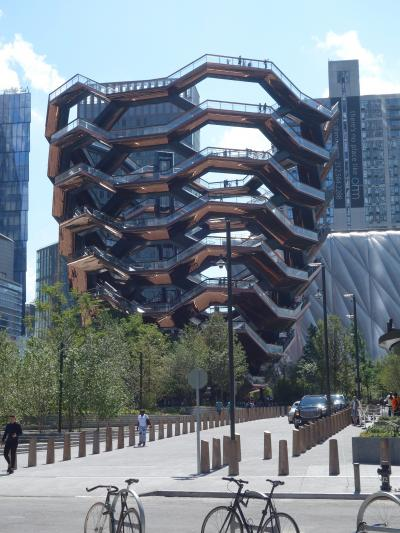 NYCを歩く。(6.6) Hudson Yards なるものを見てきました。斬新です。21世紀的です。
