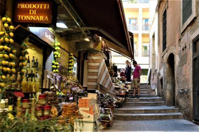 魅惑のシチリア×プーリア♪ Vol.513 ☆タオルミーナ:賑やかな路地をさまよい歩く♪