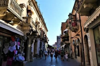 魅惑のシチリア×プーリア♪ Vol.514 ☆タオルミーナ:賑やかなコルソ・ウンベルト通り♪