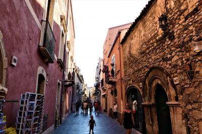 魅惑のシチリア×プーリア♪ Vol.515 ☆タオルミーナ:黄昏の旧市街の中ショッピング♪