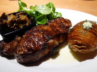 NYCを歩く。(6.9) NYの最後の晩餐は,もちろん,New York Strip Steak です。おいしかった。